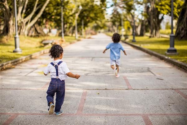 步速可预测衰老速度!走得慢的人老得快:真正衰老之前就能看出问题