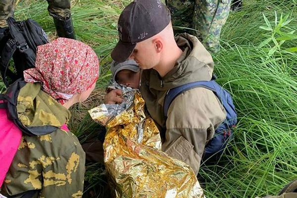 奇迹!俄罗斯3岁男孩丛林中走失 独自生存两夜后被找到
